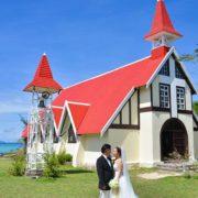 Sur vos photos de mariage à Maurice, le célèbre toit rouge de l'église de Cap Malheureux