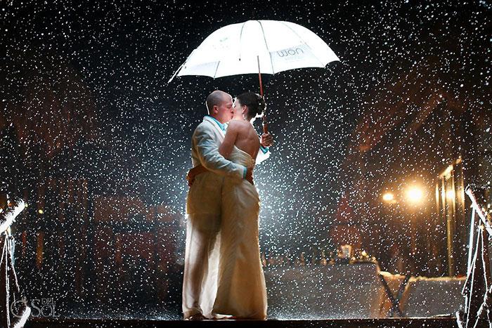 Pensez au parapluie blanc ou transparent - Crédit photo : Del Sol Photography