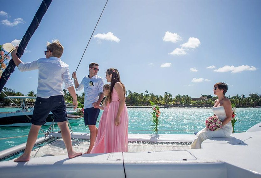 Se marier sur un catamaran : un vrai mariage au milieu de l'océan